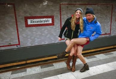 Ημέρα Χωρίς Παντελόνι στο μετρό - Οι «καλύτερες» εμφανίσεις σε όλο τον κόσμο (ΦΩΤΟ) (2)