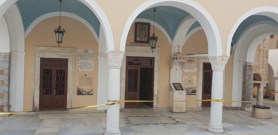 ΥΔΡΑ: Άρπαξαν κειμήλια από τον Καθεδρικό Ναό