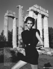agerber2-Κάια Γκέρμπερ Η κόρη της Σίντι Κρόφορντ ως αρχαία θεά στη Νεμέα (3)