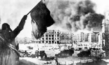 Η Ημέρα της Νίκης στην ΕΣΣΔ και τώρα στη Ρωσία εορτάζεται στις 9 Μαΐου σε αντίθεση με τη Δ Ευρώπη. Η Συνθηκολόγηση έγινε στις 11μμ ώρα Βερολίνου, δηλ. 1πμ της επομένης ώρα Μόσχας (2)