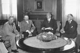 Η Ημέρα της Νίκης στην ΕΣΣΔ και τώρα στη Ρωσία εορτάζεται στις 9 Μαΐου σε αντίθεση με τη Δ Ευρώπη. Η Συνθηκολόγηση έγινε στις 11μμ ώρα Βερολίνου, δηλ. 1πμ της επομένης ώρα Μόσχας (12)