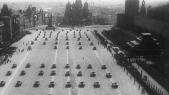 Η Ημέρα της Νίκης στην ΕΣΣΔ και τώρα στη Ρωσία εορτάζεται στις 9 Μαΐου σε αντίθεση με τη Δ Ευρώπη. Η Συνθηκολόγηση έγινε στις 11μμ ώρα Βερολίνου, δηλ. 1πμ της επομένης ώρα Μόσχας (19)