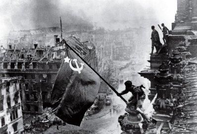 Η Ημέρα της Νίκης στην ΕΣΣΔ και τώρα στη Ρωσία εορτάζεται στις 9 Μαΐου σε αντίθεση με τη Δ Ευρώπη. Η Συνθηκολόγηση έγινε στις 11μμ ώρα Βερολίνου, δηλ. 1πμ της επομένης ώρα Μόσχας (1)