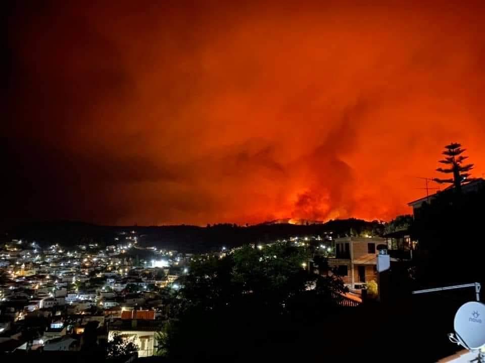 Φωτιά Λίμνη Ευβοίας: Ολοκαύτωμα με καμένα σπίτια και χωριά σε Προκόπι Ροβιές Όσιο Δαυίδ (Βίντεο – Φώτο)